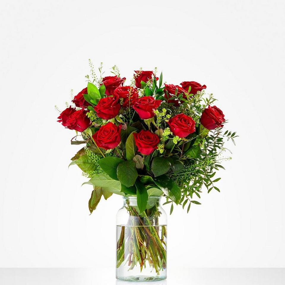 Image 1 of 1 of Bouquet: Lovely red roses; excl. vase