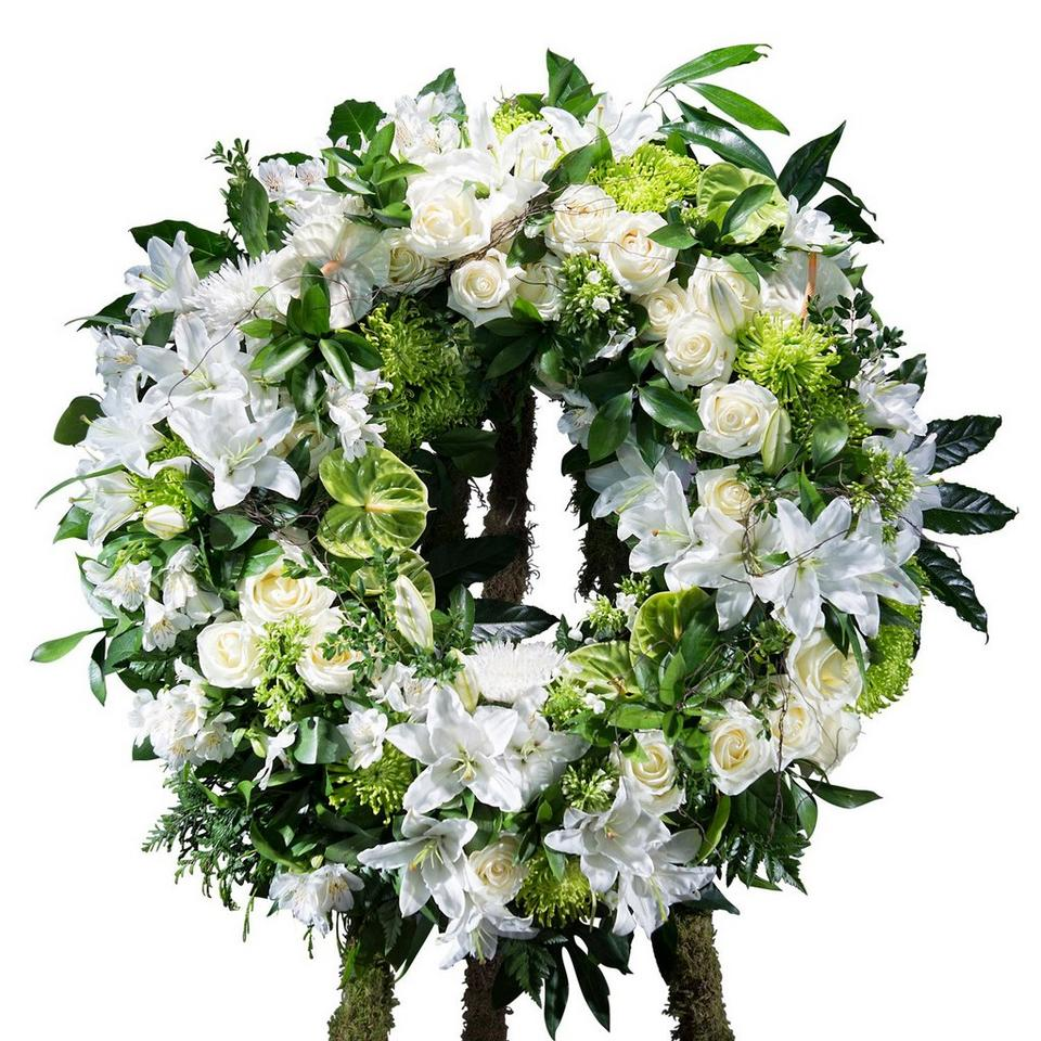 Image 1 of 1 of Classic white wreath