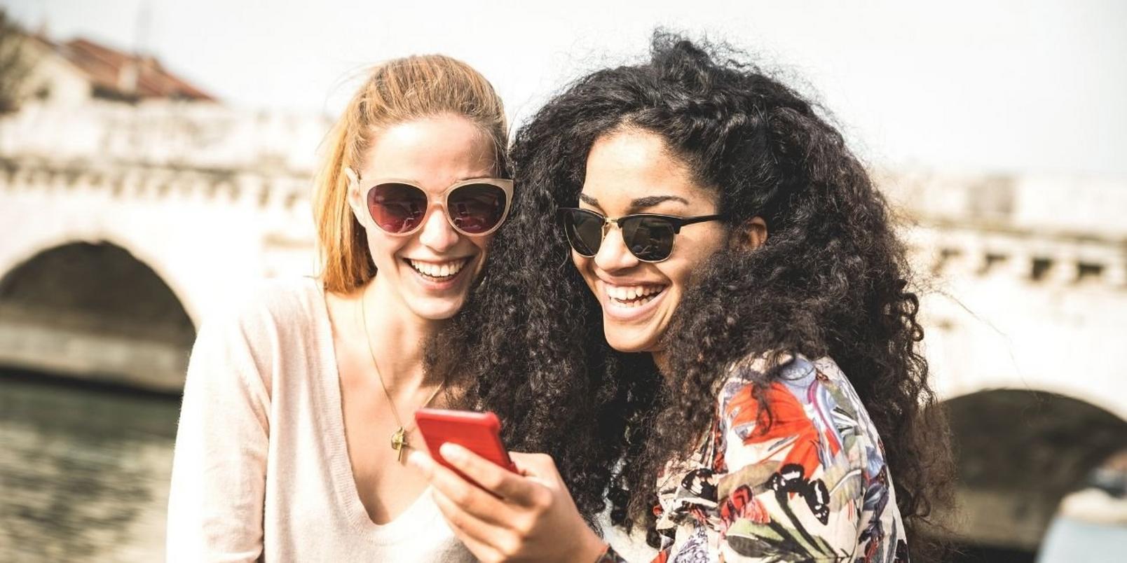 Capture-friends-phone