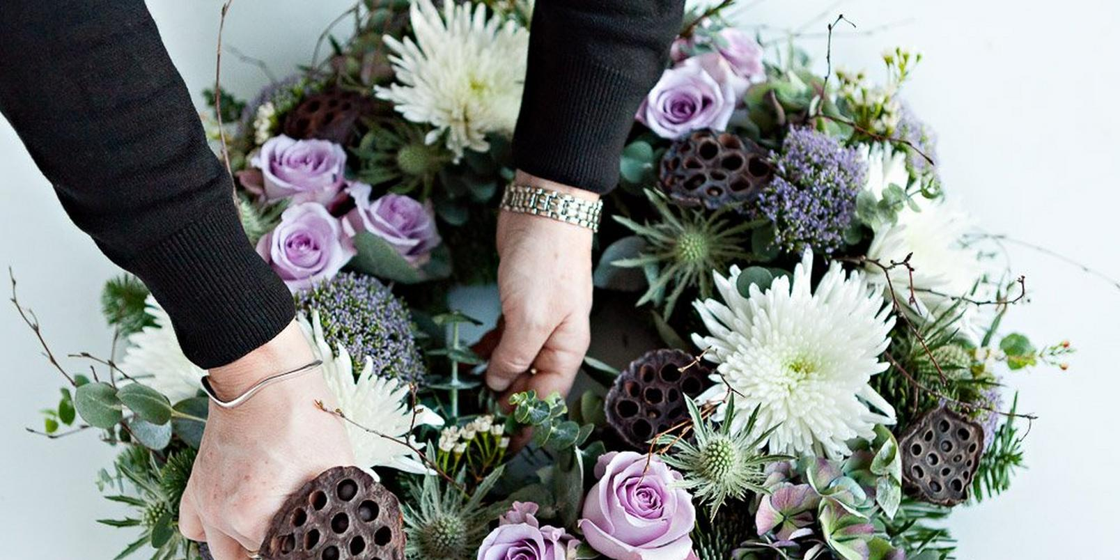 How-to-make-a-real-flower-Christmas-wreath-8