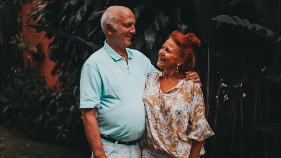 Old-couple-smiling-2