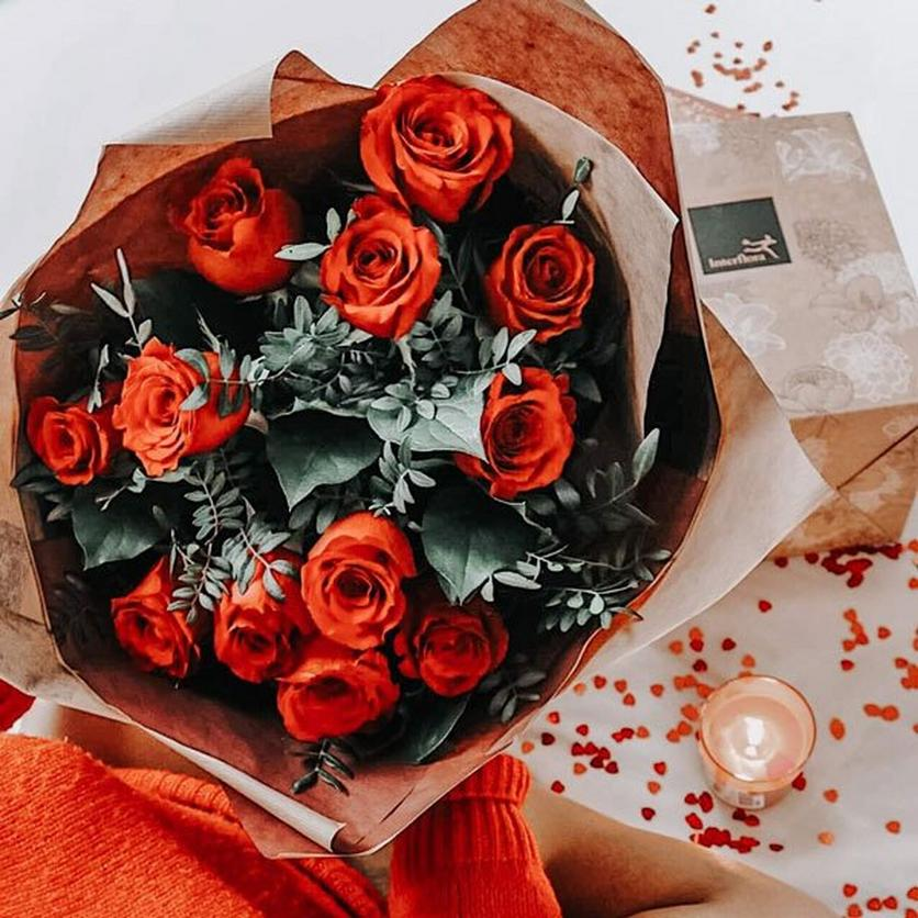Red-rose-bouquet-val-messages