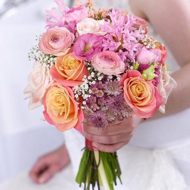 The-hidden-symbolism-in-your-wedding-bouquet-1