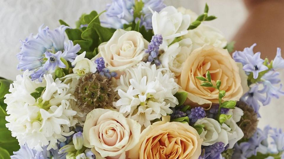 brides-hyacinth-bouquet-cropped