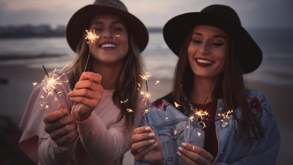 christmas-friends-sparklers