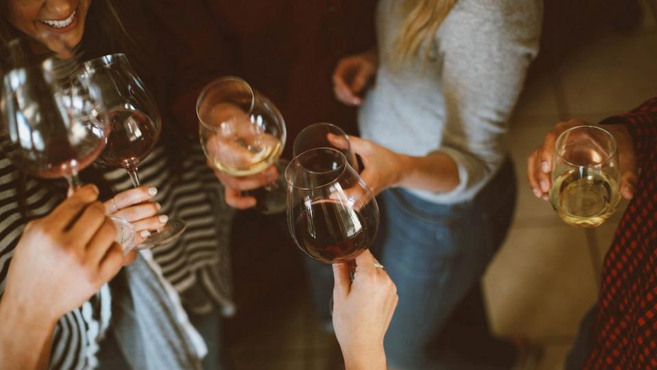 friends-drinking