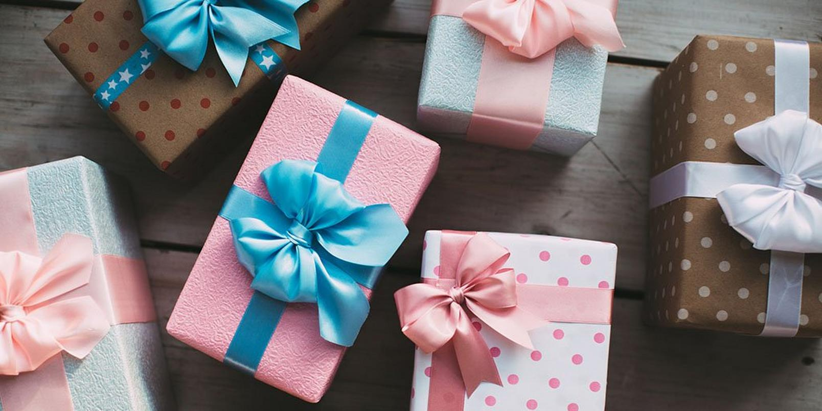 how-to-wrap-presents-like-a-pro-2