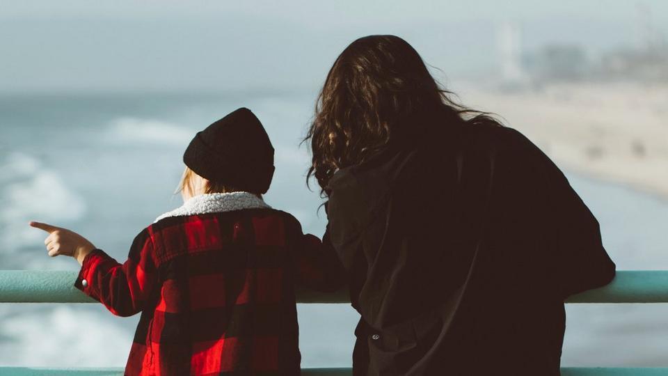 mum-son-by-sea