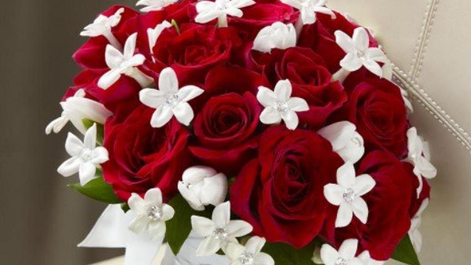 winter-rose-wedding-bouquet
